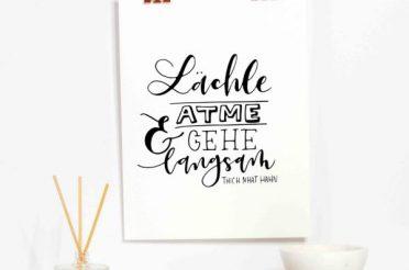 "Kostenloser A4 Print ""Lächle, atme"""